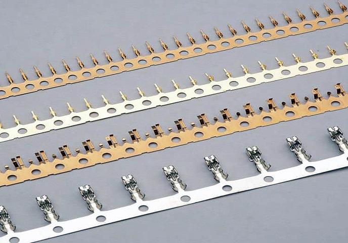 精细间距连接器